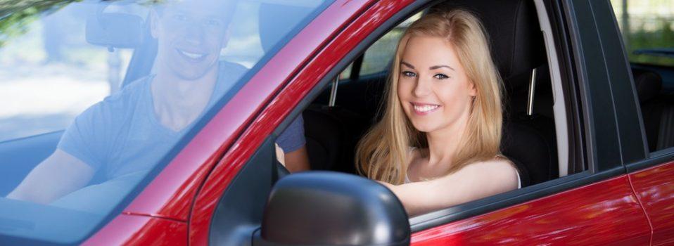 Kredyt samochodowy tradycyjny czy online?